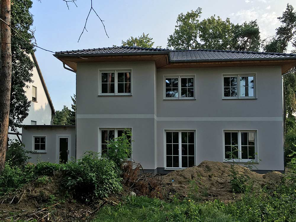 """News - Central: """"Stadtvilla Lugana"""" kann am Wochenende in 12623 Berlin-Mahlsdorf besichtigt werden. Foto: Roth-Massivhaus"""