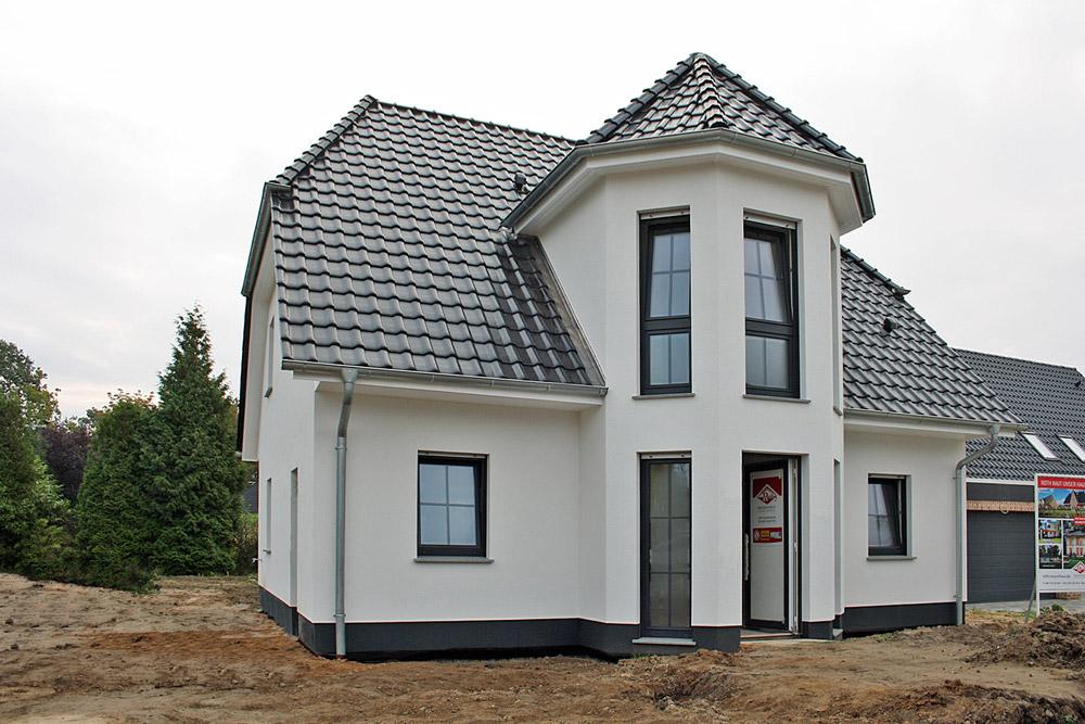 Deutsche-Politik-News.de | Das Turmhaus kann am kommenden Wochenende 22885 Barsbüttel besichtigt werden. Foto: Roth-Massivhaus