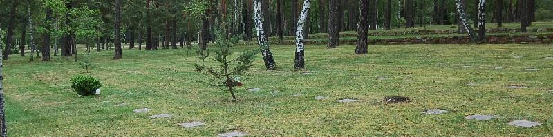 Ursula von der Leyen (CDU), Bundesministerin der Verteidigung, besuchte den Friedhof in Halbe: Diplomatie �ber Gr�bern - von Moskau sicher registriert!
