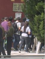 Ost Nachrichten & Osten News | Foto: Die tibetischen Medizinstudenten vor dem Regierungsgebäude (Bild von Woeser).