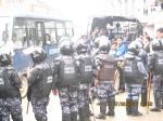 Ost Nachrichten & Osten News | Foto: Nepalesische Polizei drängt Tibeter zurück, die zur Geburtstagsfeier des Dalai Lama wollen.