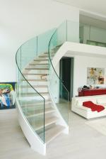 Fertighaus, Plusenergiehaus @ Hausbau-Seite.de | Foto: Immer mehr private Bauherren favorisieren Treppen mit transparenten Elementen.