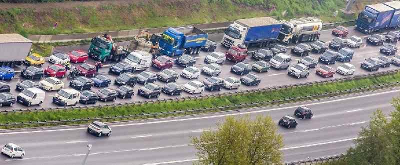Deutsche-Politik-News.de | Stau auf der Autobahn