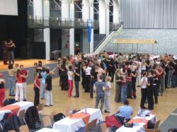 Ost Nachrichten & Osten News | Foto: Fernando Zapata bei einem Salsa-Workshop.