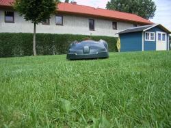 Foto: Der neue Automower 260ACX bearbeitet Rasenflächen bis zu 6.000 qm. |  Landwirtschaft News & Agrarwirtschaft News @ Agrar-Center.de