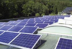 Alternative & Erneuerbare Energien News: Alternative Regenerative Erneuerbare Energien - Foto: Die Photovoltaik-Anlage auf dem Firmendach von AFK.