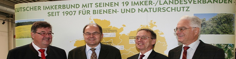 Deutsche-Politik-News.de | Bundesminister Schmidt besucht 66. Deutschen Imkertag in Schkeuditz