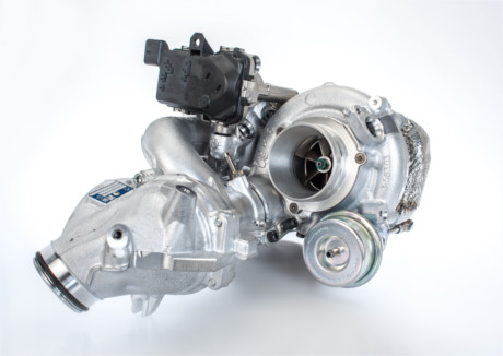 Elektromobil News | Das erste auf dem Markt erhältliche, zweistufige, geregelte Turboladersystem mit robustem Gussstahl-Turbinengehäuse von BorgWarner optimiert Kraftstoffverbrauch und Leistung und trägt gleichzeitig zu einem weiter reduzierten Schadstoffausstoß bei Dieselmotoren bei.
