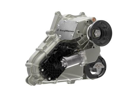 Auto News | BorgWarners hocheffizientes, präventives und bedarfsgerecht gesteuertes Verteilergetriebe liefert überlegene Allradfunktionalität und präzise Drehmomentverteilung für das neue Range Rover Velar Premium-SUV.