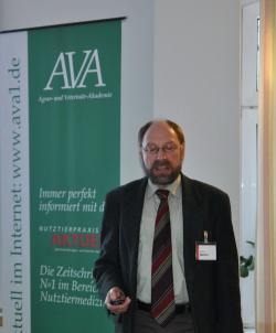 Landwirtschaft News & Agrarwirtschaft News @ Agrar-Center.de | Agrar-Center.de - Agrarwirtschaft & Landwirtschaft. Foto: Dr. Bettin, Leiter der Arzneimittelüberwachung in SH.