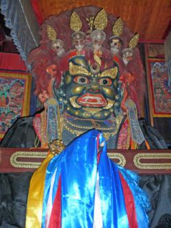 Chat News & Chat Infos @ Chats-Central.de | Ost Nachrichten / Osten News - Foto: Maske einer der vielen Gottheiten.