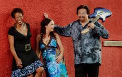Alternative & Erneuerbare Energien News: Alternative Regenerative Erneuerbare Energien - Foto: Drei Gesangsgenerationen präsentieren verschiedenste Stile des Blues – dass das bestens funktioniert zeigten Meena, Shakura S´Aida und Coco Montoya schon einem begeisterten Publikum auf dem Bluesfestival in Gaildorf letzten Sommer.