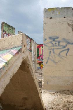 Chat News & Chat Infos @ Chats-Central.de | Ost Nachrichten / Osten News - Foto: Hasford sfo inszeniert in seiner Bilderserie >> Begreife! << das 20. Jahr nach dem Fall der Berliner Mauer.