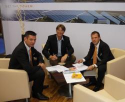 Alternative & Erneuerbare Energien News: Foto: Solidmarks mit Auftraggeber.