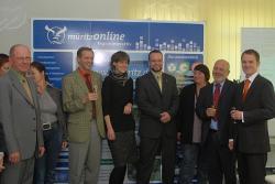 Ost Nachrichten & Osten News | Foto: Freude & Erleichterung beim Projektteam und Gästen über den gelungenen Relaunch nach der Onlineschaltung der neuen Version von müritzonline in den Räumen der Wirtschaftsförderung Müritz GmbH.
