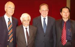 SeniorInnen News & Infos @ Senioren-Page.de | Foto: Nach Verabschiedung der IANR Deklaration von Peking (v.l.n.r.): Klaus von Wild (D), Wagih S El Masri (UK), Geoffrey Raisman (UK), Hongyun Huang (China).