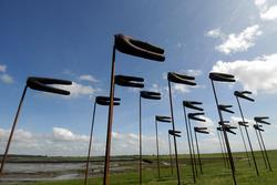 Alternative & Erneuerbare Energien News: Foto: HUSUM Wind Art; Windhosen am Dockkoog, Husum, Künstlerin: Julia Bornefeld; copyright: Volkert Bandixen.