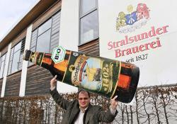 Bier-Homepage.de - Rund um's Thema Bier: Biere, Hopfen, Reinheitsgebot, Brauereien. | Foto: Markus Berberich, Geschäftsführer der Stralsunder Brauerei, ist in Feierlaune.