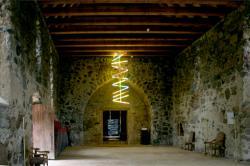 Ost Nachrichten & Osten News | Foto: Lichtinstallation von pm metzler in der ehemaligen Kirche Strehlow/UCKERMARK.