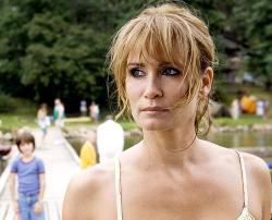 Ost Nachrichten & Osten News | Foto: Anja Kling in der Rolle der Katja Schell auf der Flucht in dem TV-Zweiteiler