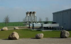Alternative & Erneuerbare Energien News: Foto: Die Biogaseinspeiseanlage in Güstrow, mit einer Einspeisung von 5.750 Normkubikmeter Biogas pro Stunde aktuell die weltweit größte, ist seit Juli 2009 in Betrieb.
