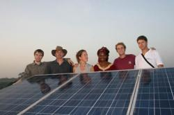 Alternative & Erneuerbare Energien News: Foto: Crew in Togo v.l.n.r.: Björn Winter, Mathias Raquet, Sandra Lust, Roubatou Affo-Tenin, Busso von Bismarck, Sven Lehmann.