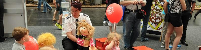 Deutsche-Politik-News.de | Kinder in der Feuerwehr - ein starkes Thema auf dem Gemeinschaftsstand des Deutschen Feuerwehrverbandes auf der Interschutz in Hannover!