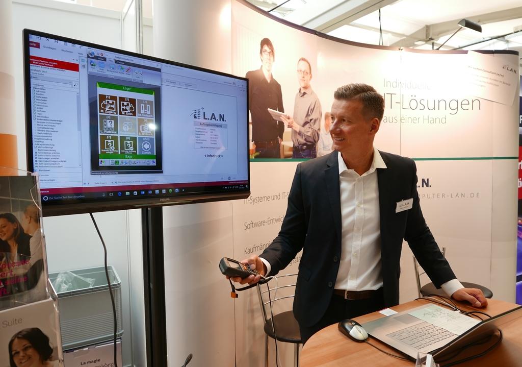Stephan Götz zeigt auf der fibit Lösungen der kaufmännischen Software für Mittelständler | Freie-Pressemitteilungen.de