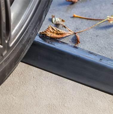 Garagentor Dichtung der Firma STEIGNER für eine optimale Bodenabdichtung der Garage