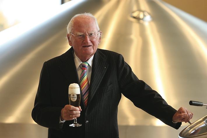 Bier-Homepage.de - Rund um's Thema Bier: Biere, Hopfen, Reinheitsgebot, Brauereien. | Foto: Dr. h.c. Friedrich Schadeberg, Seniorchef der Krombacher Brauerei, feiert am Tag des Deutschen Bieres seinen 95. Geburtstag.