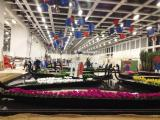 Italien-News.net - Italien Infos & Italien Tipps | Foto: Aufbau im Innern der Blumenhalle: Zur Dekoration gehören zahlreiche Obst- und Gemüsegondeln.