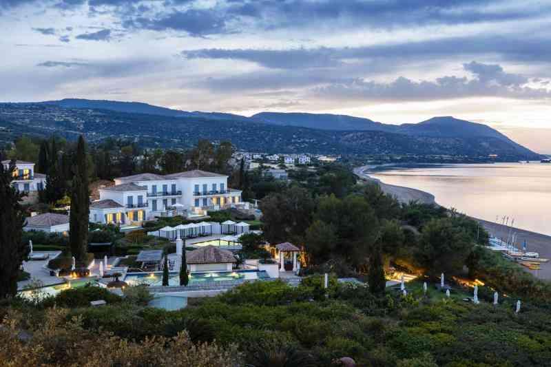 Foto: Gäste schätzen Anassas paradiesische Lage am Meer und die spektakuläre Naturlandschaft Zyperns