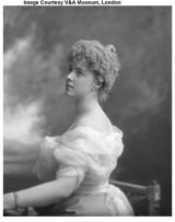 Ost Nachrichten & Osten News | Foto: Daisy Fürstin von Pless (1873-1943), 1898 (c) Victoria & Albert Museum, London.