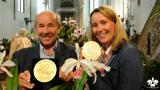 Garten-Landschaftsbau-Portal.de - Infos & Tipps rund um Garten- & Landschaftsbau (GaLaBau) | Foto: Joachim und Marei Karge mit 2 der 5 gewonnenen Goldmedaillen auf der BuGa 2015