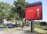 Bier-Homepage.de - Rund um's Thema Bier: Biere, Hopfen, Reinheitsgebot, Brauereien. | Foto: Durch die Integration eines beleuchteten Displays werden die großflächigen Plakate um auffallende Zusatzbotschaften bereichert, die den knallig roten Kreationen der Kölsch-Motive das gewisse Etwas verleihen.