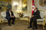 Ost Nachrichten & Osten News | Foto: Wohl so bald nicht mehr: US-Verteidigungsminister Panetta im Juli in Tunesien (Bildquelle: Wikimedia).