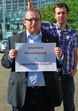 Duesseldorf-Info.de - Düsseldorf Infos & Düsseldorf Tipps | Mitglieder der dbb jugend nrw protestieren vor der Düsseldorfer Staatskanzlei