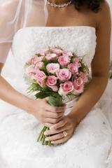 Ost Nachrichten & Osten News | Hochzeitsthemen sind in den Printmedien gefragt, weil das Anzeigenpotenzial groß ist. Bild: djd/thx