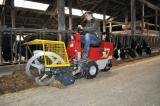 Technik-247.de - Technik Infos & Technik Tipps | Foto: Der Cleanmeleon 2 XL beim Arbeitseinsatz im Stall.