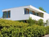 Fertighaus, Plusenergiehaus @ Hausbau-Seite.de | Foto: Der pastöse Oberputz weber.pas top schützt Fassaden langanhaltend vor Algen- und Pilzbewuchs.