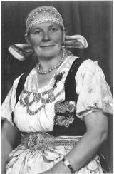Ost Nachrichten & Osten News | Foto: Frau in Teschener Tracht-Historische Fotografie Oberschlesisches Museum in Beuthen.