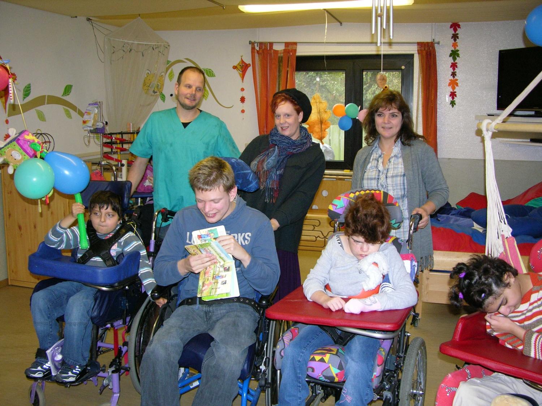 Geschenkübergabe an die Bewohner des Kinderpflegeheims Mellendorf zuzüglich einer Geldspende in Höhe von 1500,- Euro.