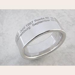 Hochzeit-Heirat.Info - Hochzeit & Heirat Infos & Hochzeit & Heirat Tipps | Microtype-Fingerring - Schmuck-Design mit neuester Lasertechnologie