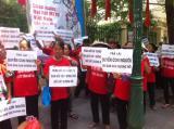 Ost Nachrichten & Osten News | Foto: Die Bauern aus Duong Noi protestieren vor dem Sitz der Vietnamesischen Vaterlandsfront in Hanoi.
