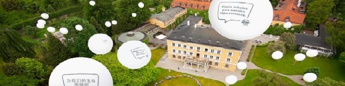 Deutsche-Politik-News.de | Die G7 Regierungschefs lesen die Botschaften der Jugendlichen auf ihrem Flug nach Elmau