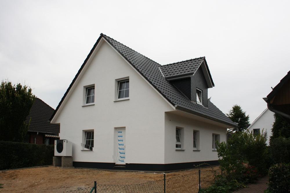 Fertighaus, Plusenergiehaus @ Hausbau-Seite.de | Das Landhaus 142 öffnet am kommenden Wochenende in 22941 Bargteheide die Türen für Besucher. Foto: Roth-Massivhaus