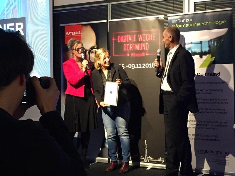 Testberichte News & Testberichte Infos & Testberichte Tipps | Anja Sommerfeld von azeti bei der sol.IT-Award 2018 Verleihung