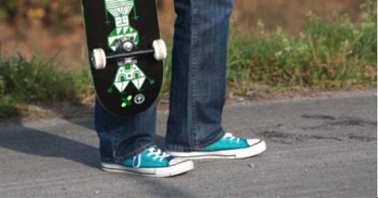 Berlin-News.NET - Berlin Infos & Berlin Tipps | voiXen war in vielerlei Hinsicht aus den Kinderschuhen herausgewachsen und brauchte neue, schlichte Sneaker. Das zeigt sich jetzt im neuen, leichten Design.