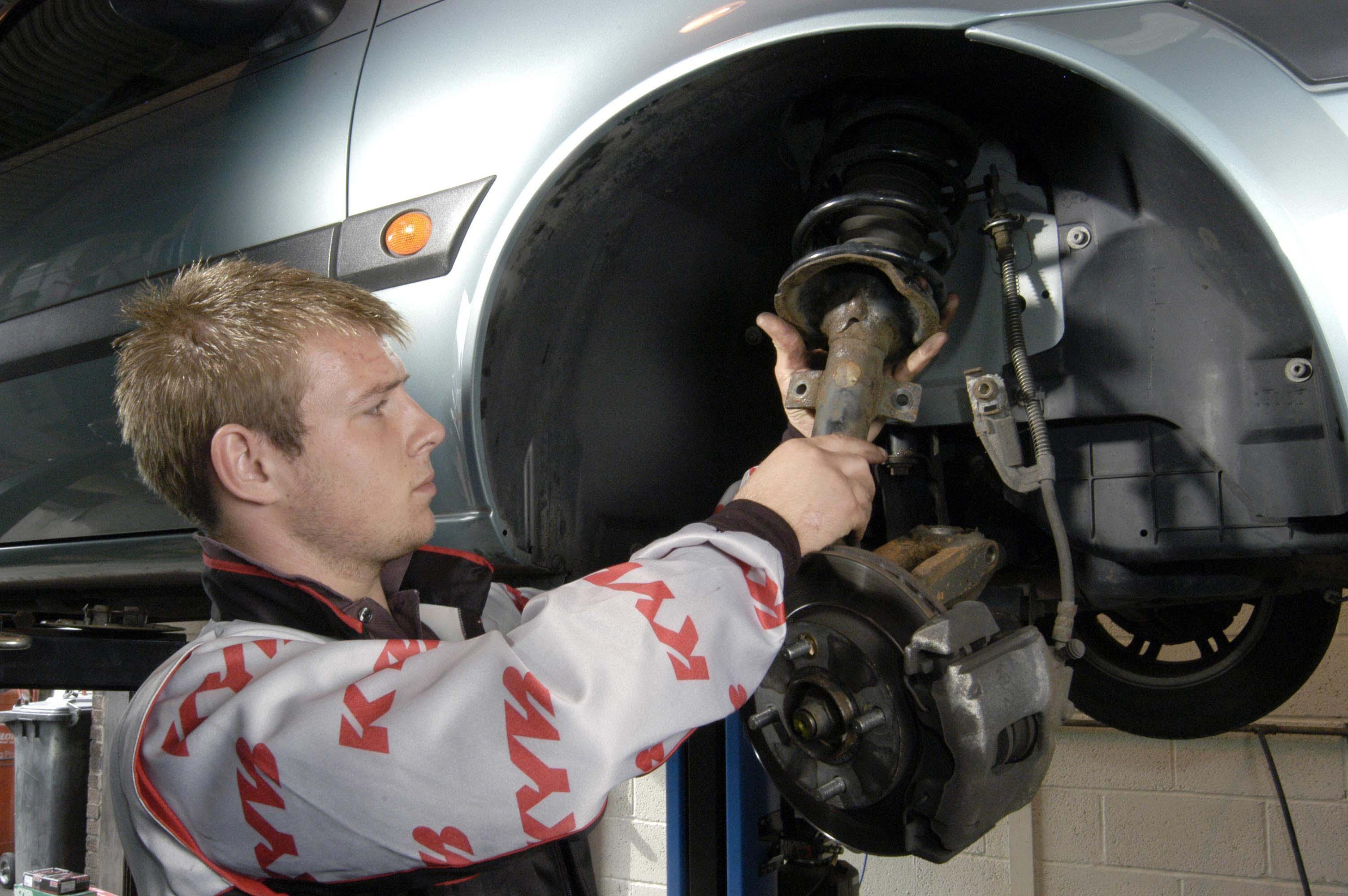Hamburg-News.NET - Hamburg Infos & Hamburg Tipps | Stoßdämpfer und Federn regelmäßig überprüfen und auswechseln lassen, bei 22 Prozent aller Autos sind die Stoßdämpfer defekt      Foto: KYB